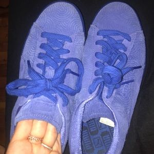 Blue puma suede sneaker